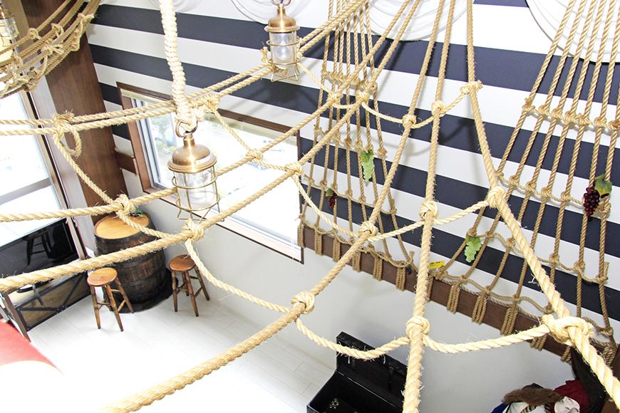 まるで海賊船の中にいるような雰囲気を演出しています。