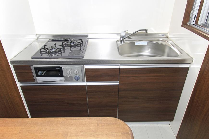 キッチンは使い勝手のよさそうな普通のシンプルなシステムキッチンになっています。