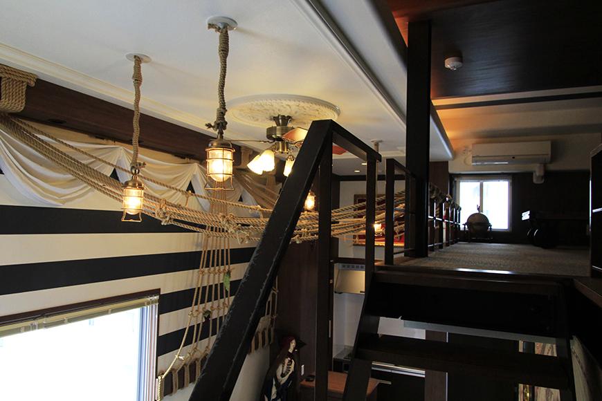 ムーディなランプ風照明の明かりの海賊船の中。ステキです_MG_2857