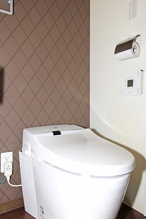 タンクレスのトイレがシンプルなトイレに見せてくれます。