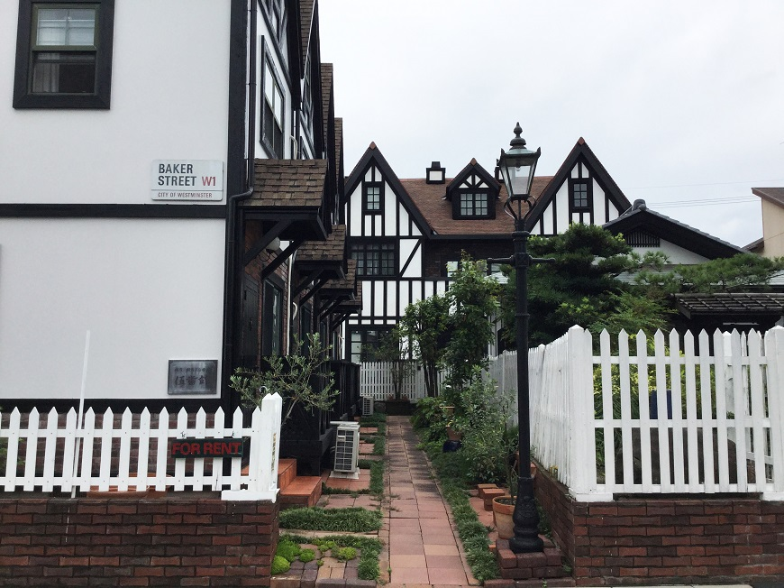 名古屋高畑の中に英国の様な街並みを見ているような建物が。