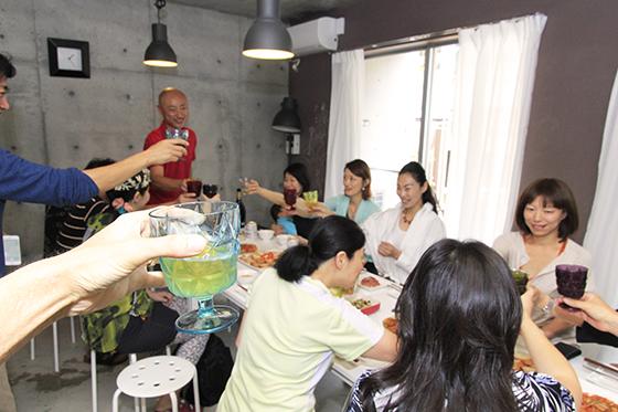 さぁ、人も料理も揃って、改めて乾杯!(サルゥー!)_MG_6863