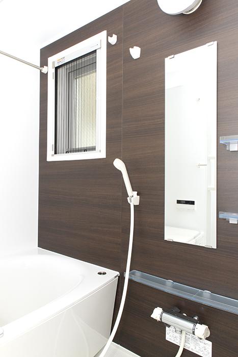 木目調のスタイリッシュな浴室_MG_8560