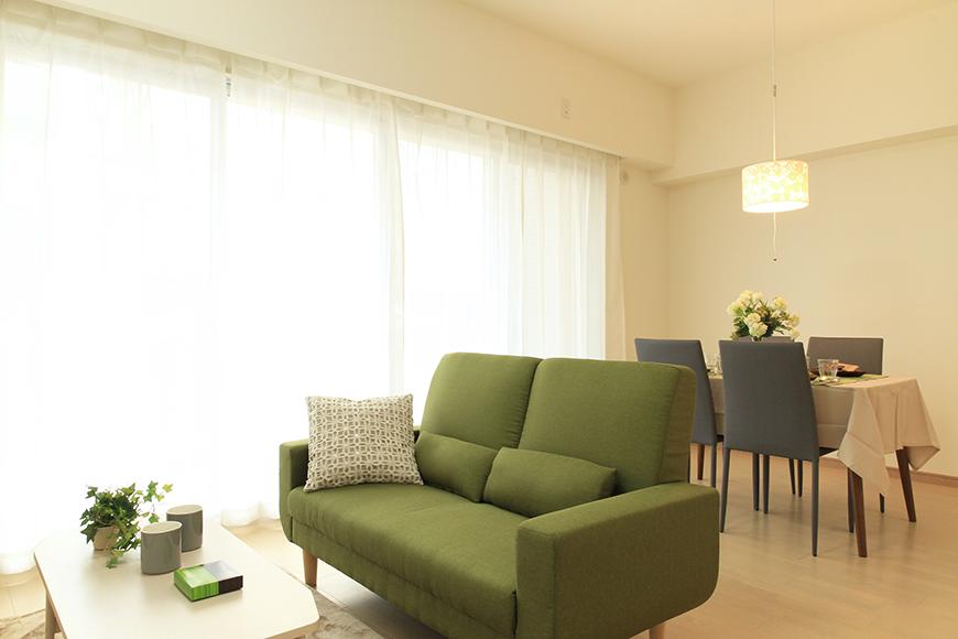 Bタイプのリビングスペース(家具を設置したイメージ)_MG_8599