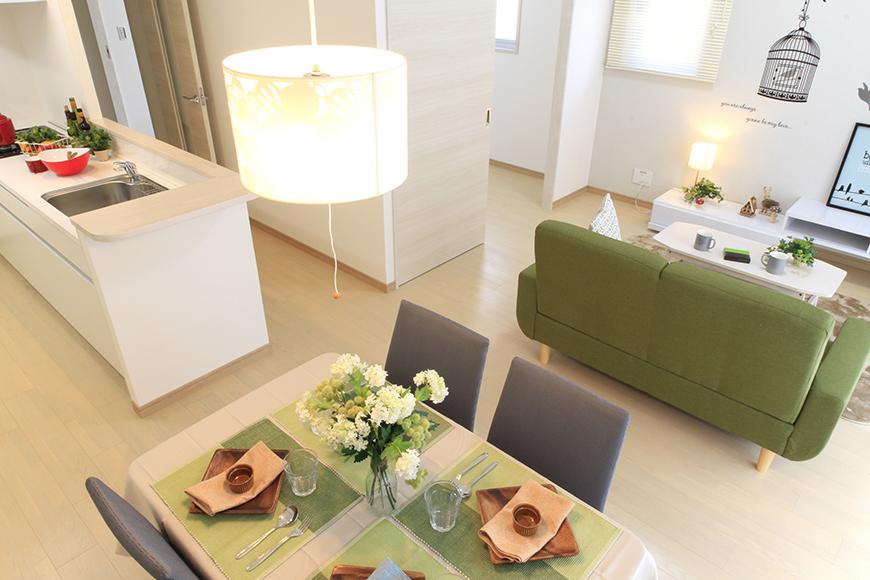 Bタイプのキッチン、ダイニング、リビングスペース(家具を設置したイメージ)_MG_8689