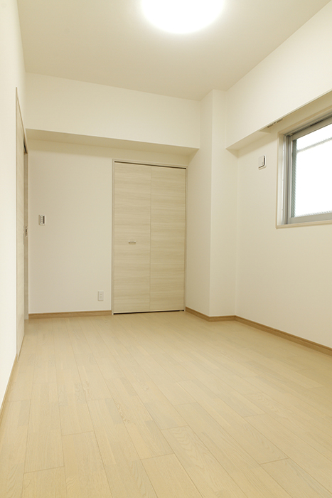 天井高2.7mの開放感ある洋室_MG_9531