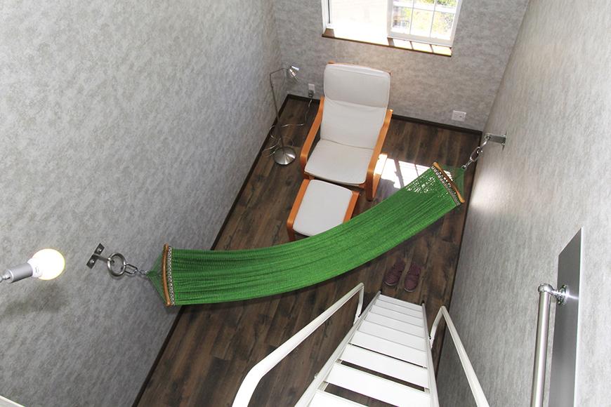ロフトから眺める7.1帖の洋室。ハンモックを設置!_MG_9836