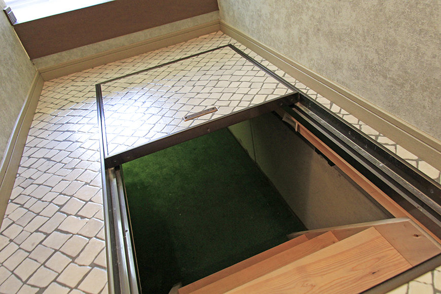 奥行きのある広い床下収納です。