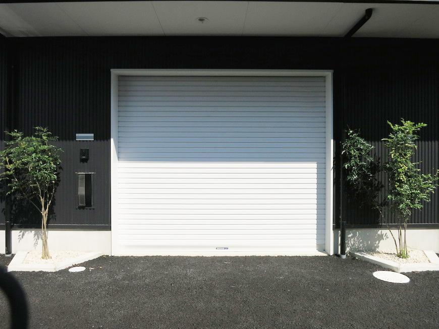 ガレージのシャッターは電動式♪IMG_3659_rth