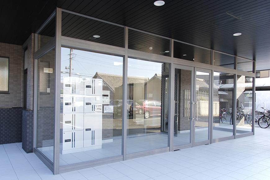 『TOMOS岩塚』の入り口。オートロックのエントランスです_MG_8428