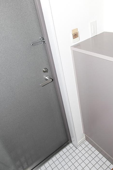 玄関の白タイルはTOMOSのリノベのアクセント_MG_8463s