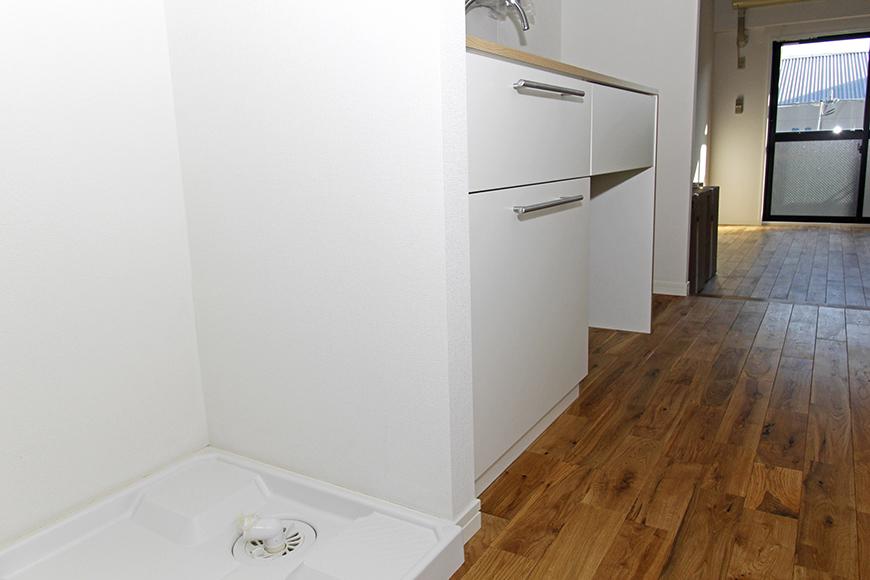 入り口付近の室内洗濯機置き場。キッチンの隣です_MG_8476