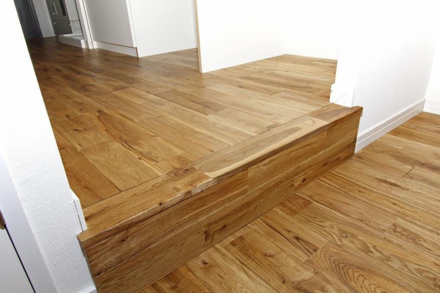 廊下・キッチンとリビングの間にある段差で生活空間の切り替え_MG_8592