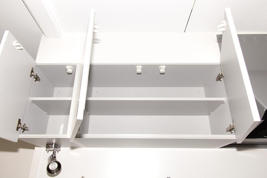 キッチン頭上の棚も素敵な白で統一_MG_8703