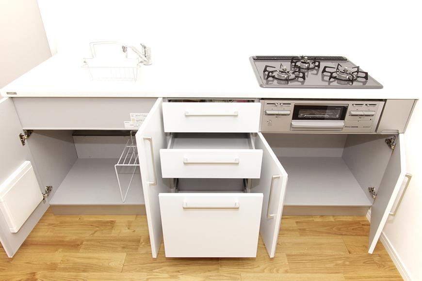 キッチンのシンク下の収納をすべてオープン_MG_8713