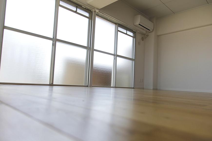 降り注ぐ光と無垢フローリングの香りに包まれて、床でゴロゴロ_MG_8912s