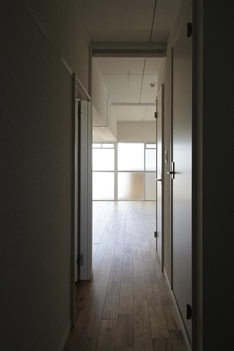 窓から差し込む光に誘われる_MG_8944