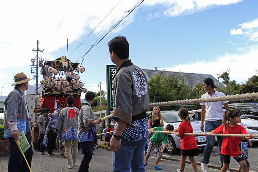 大人も子供も一緒になって山車を引っ張ります!_MG_9212
