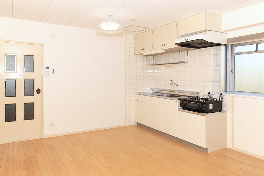 明るいキッチンとリビング_MG_9902
