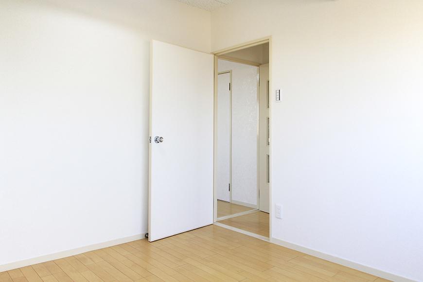 収納ナシのシンプルな洋室です_MG_9968