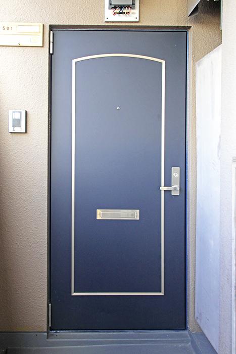 重厚でオシャレな玄関のドア_MG_9996s