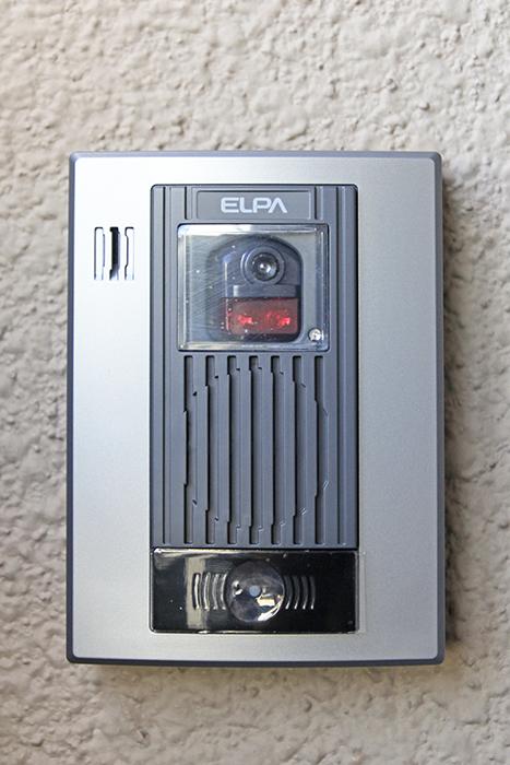 玄関にはモニターフォン完備で、セキュリティ面も安心!_MG_9998s