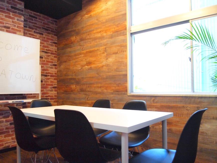 おしゃれな個室の会議室