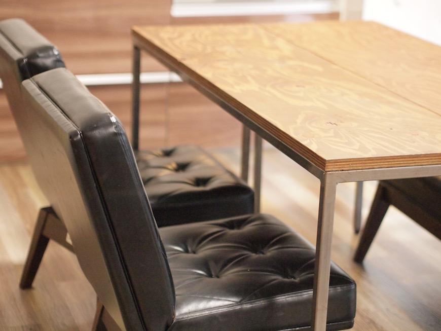 共有スペースの雰囲気のある家具