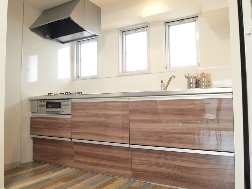 木目調が優しい印象のキッチン