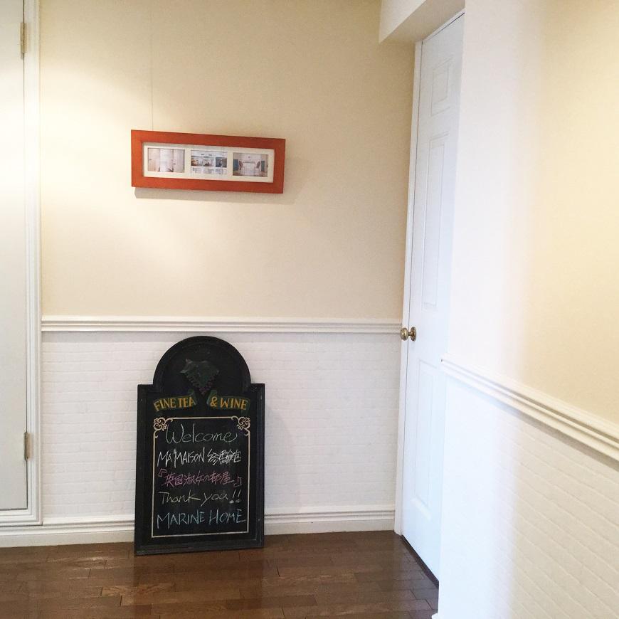 402号室の玄関。こちらも英国の雰囲気満載です。