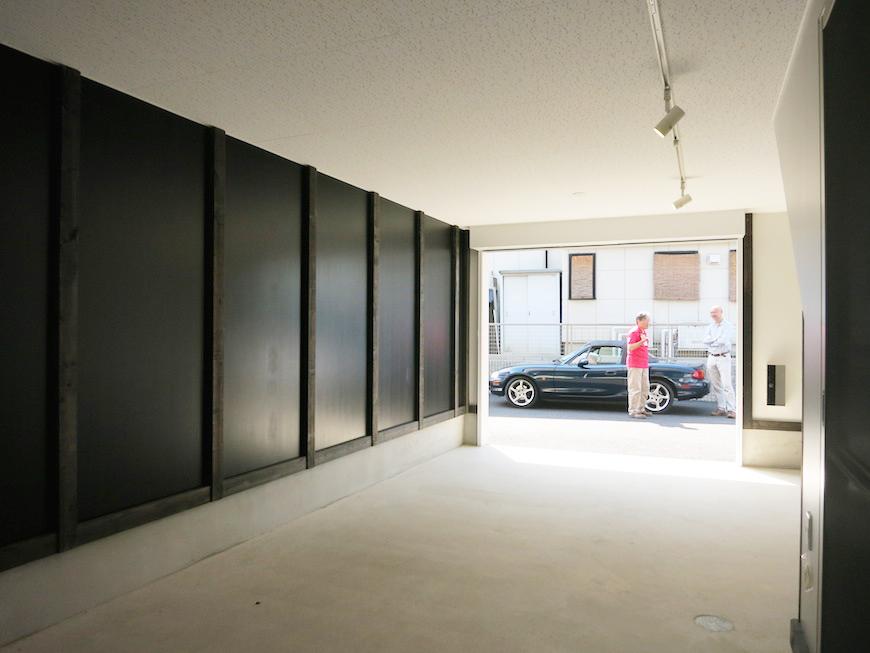 ガレージについているスポットライトが、洗練された空間を演出してくれます。