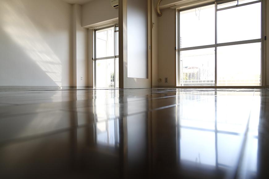 リビングと隣の洋室はフラットな広々スペース_MG_8896