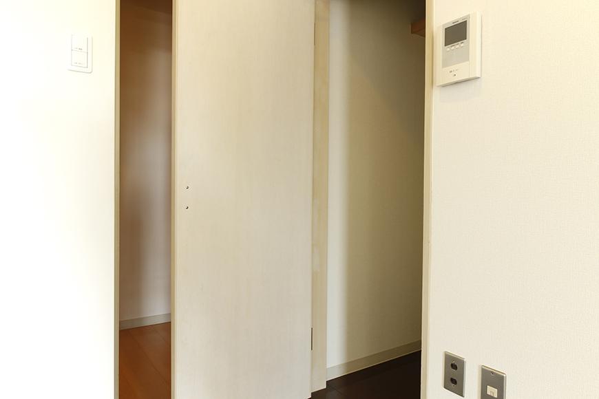 キッチンすぐ横に収納あります_MG_8899