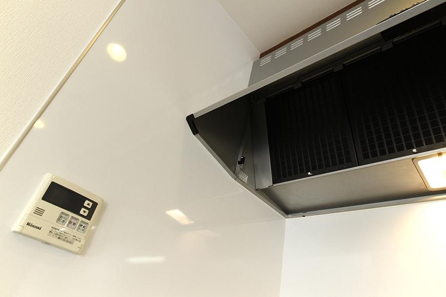 キッチン頭上の大きなレンジフード_MG_9002