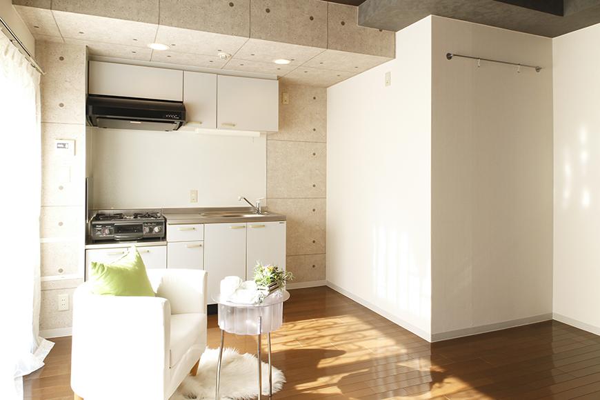 【102号室】立体的な梁の中のキッチン_MG_0147