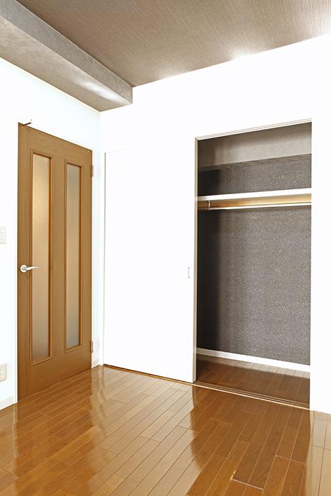 【102号室】収納は洋室入り口付近にあります_MG_0197