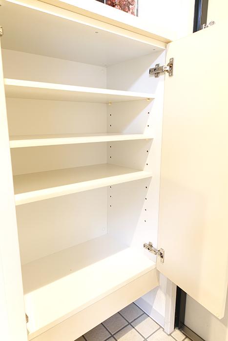 【102号室】玄関にはシューズボックス完備です_MG_0228