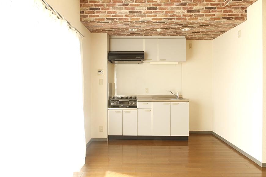 【302号室】立体的な梁の中のキッチンです_MG_0254