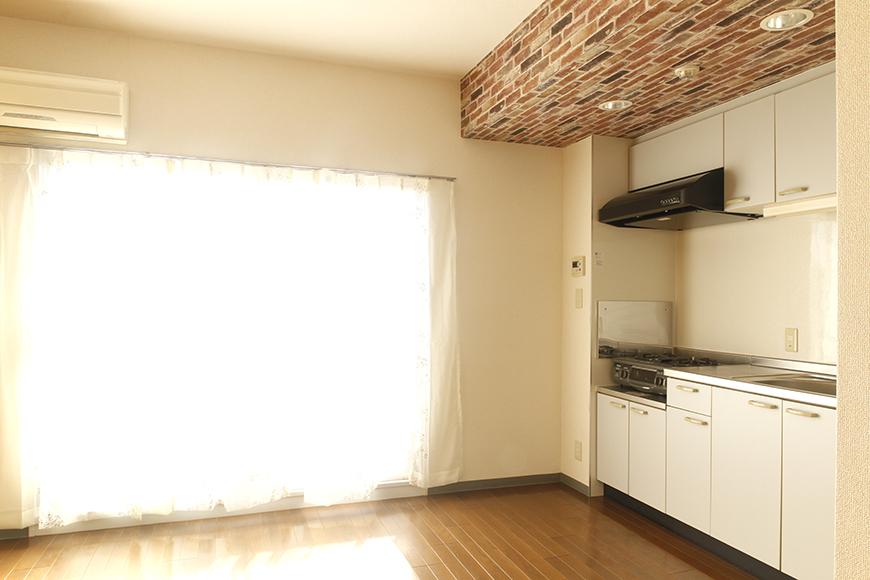 【302号室】窓から差し込む光で明るいキッチンです_MG_0279