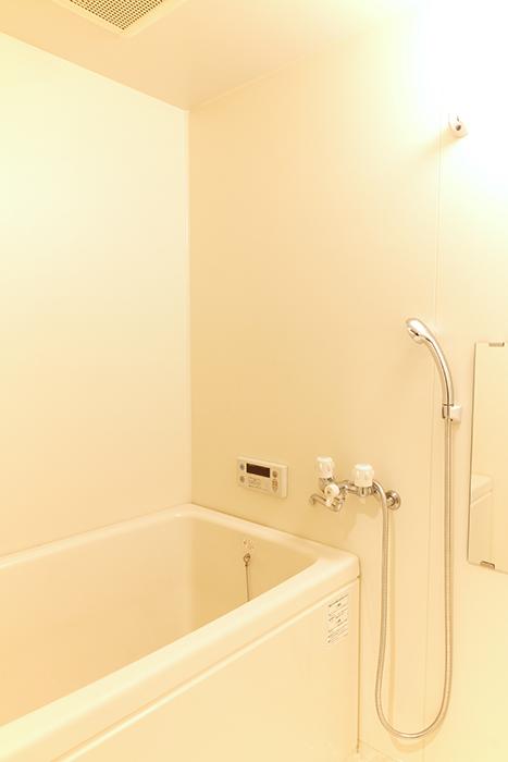 【302号室】シンプルでキレイなバスルーム(追い炊き式)_MG_0295