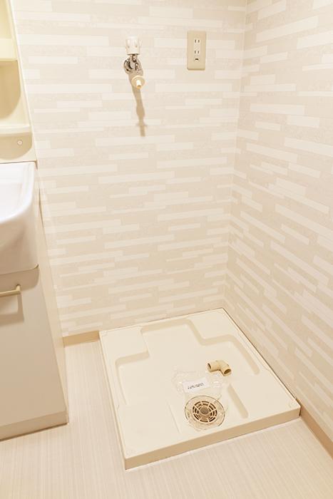 洗面台の隣に室内洗濯機置き場です_MG_0318