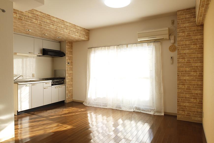 窓からキッチン、リビングに差し込む柔らかな光_MG_0331