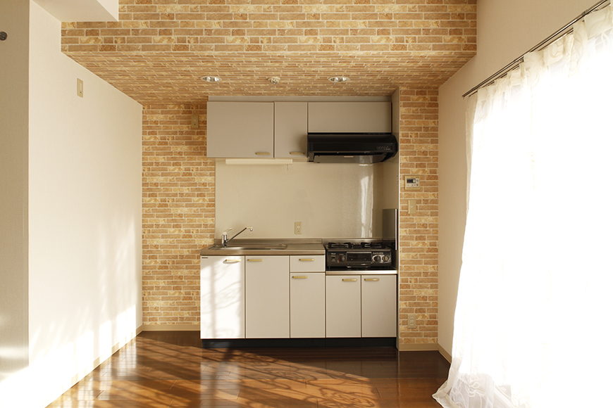 【203号室】立体的な梁の中に、浮かび上がるキッチン_MG_0342