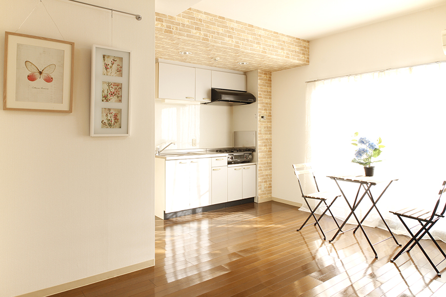 【203号室】温かい光が差し込むキッチン、リビング周りです_MG_0394