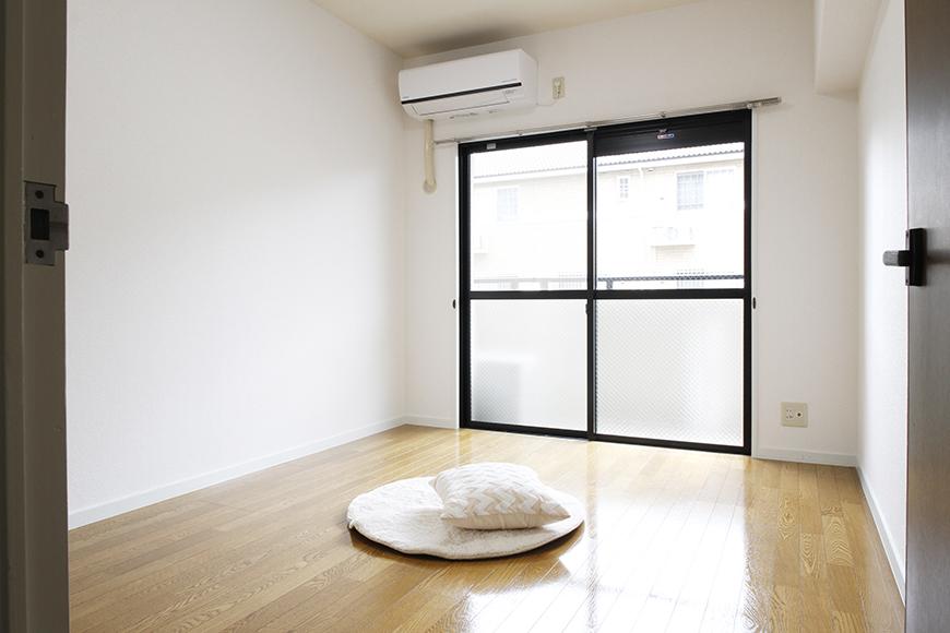 玄関に近い洋室6帖です!  こちらは収納ナシのスッキリ・フラット・シンプル空間☆_MG_8775s2