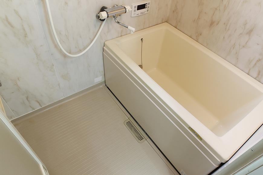上品な壁のバスルームです☆  窓もありますので、換気扇との併用で湿気・カビ対策の心配ナシ!_MG_8808