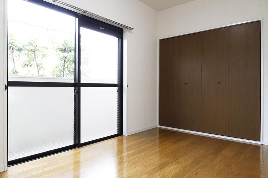 DKから繋がる洋室6帖はコチラです!  和室と同じように、こちらも大きな収納、大きな窓アリ!_MG_8816s2
