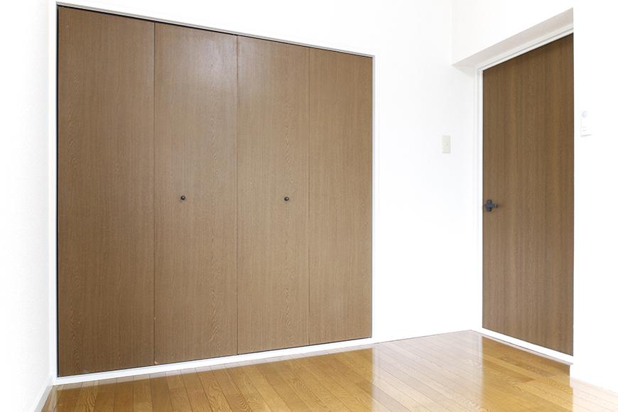DKから繋がる洋室6帖はコチラです!  和室と同じように、こちらも大きな収納、大きな窓アリ!_MG_8822