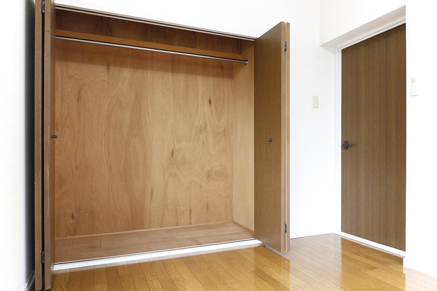 DKから繋がる洋室6帖はコチラです!  和室と同じように、こちらも大きな収納、大きな窓アリ!_MG_8823