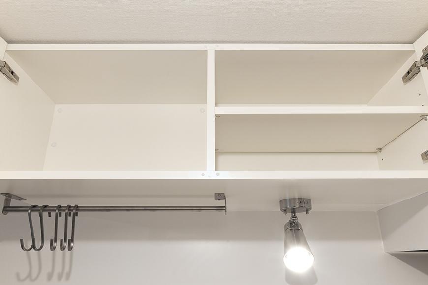 扉を開いた状態のキッチン頭上の収納!_MG_9003s